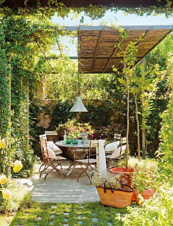 Une terrasse accueillante et chaleureuse