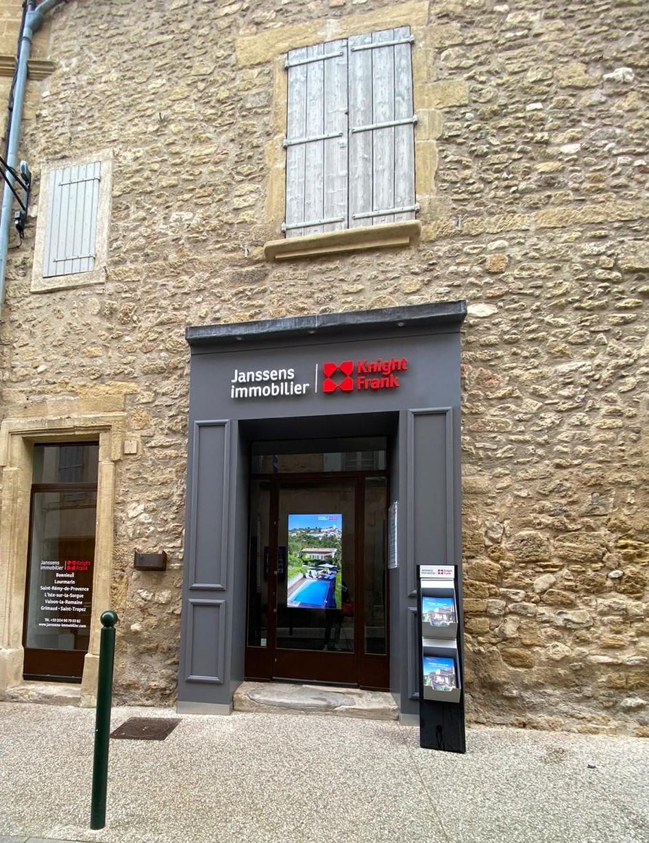 Une agence au pied du Luberon